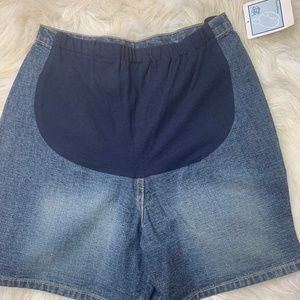Baby and Me Maternity Jean  shorts size small NWT